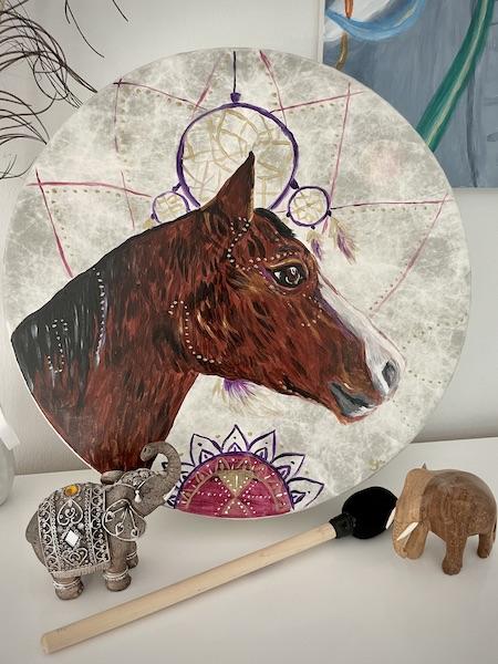 Trommelbemalung schamanisch Pferd malen lassen